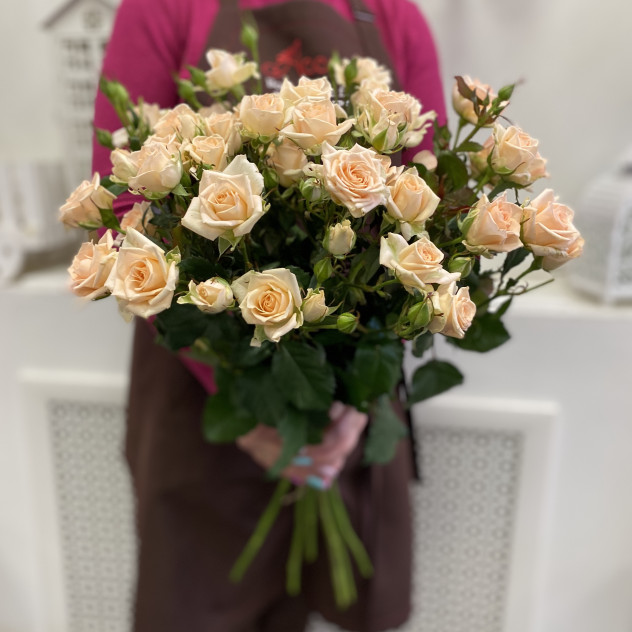 7 кустовых кремовых роз