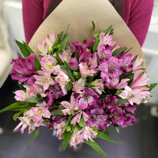 Букет из 11 розовых альстромерий