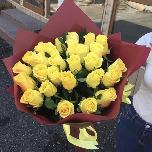 Букет из 25 жёлтых роз