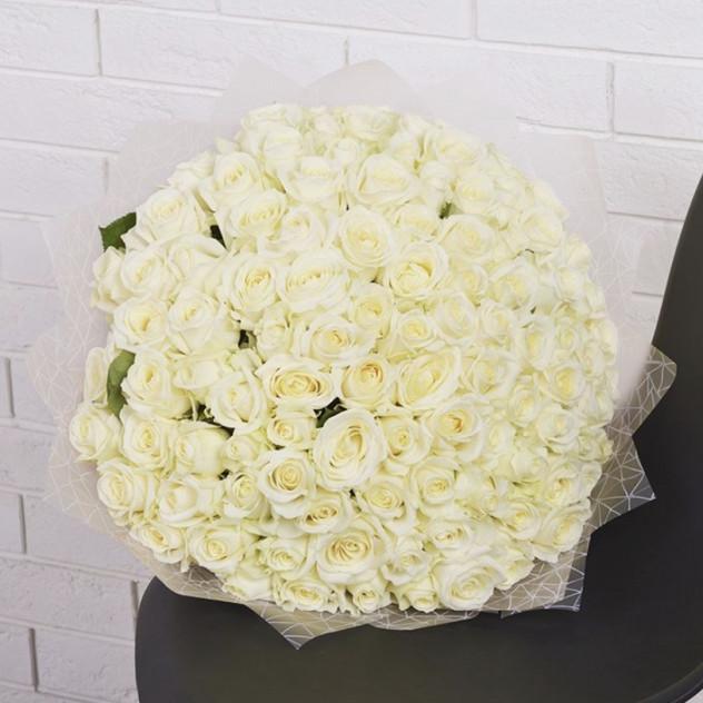 101 белая роза в оформлении