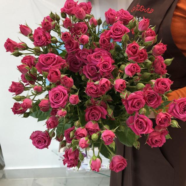 9 кустовых розовых роз