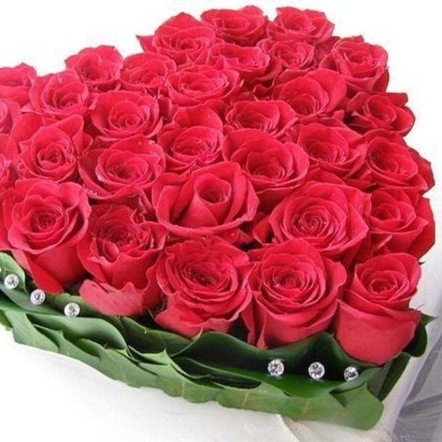 Сердце из 31 розы.