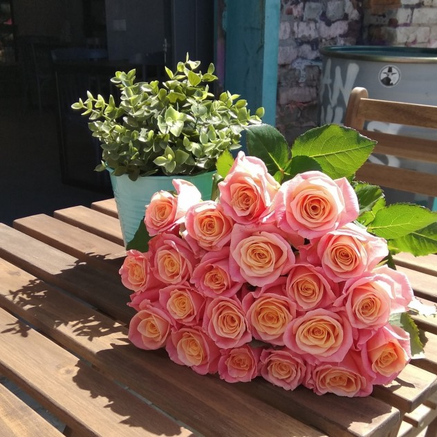 Букет из 21 розы Мисс Пигги