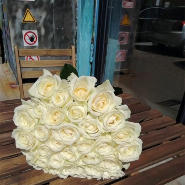 Букет из 31 белоснежной розы