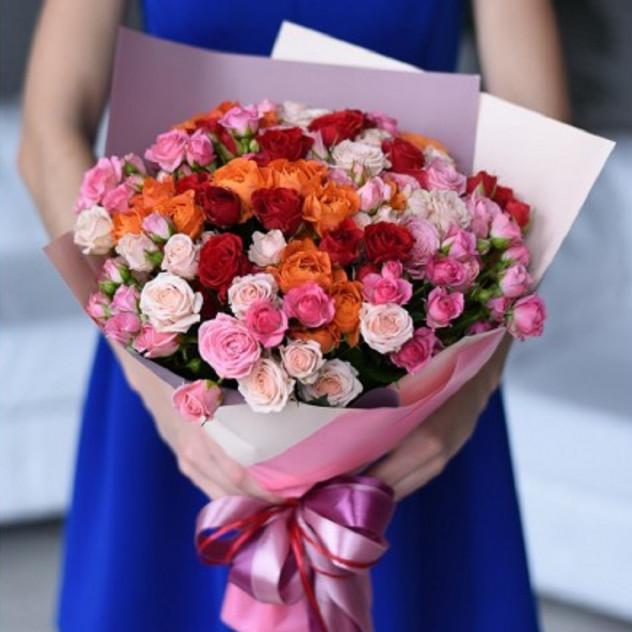 Букет из 31 кустовой розы микс