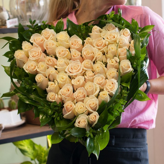 Композиция сердце из роз (51 роза)