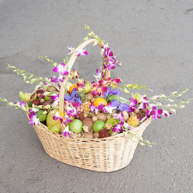 """Корзина из экзотических фруктов и орхидей """"Райский Пхукет"""""""