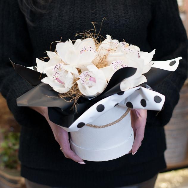 """Caixa para chapéus com orquídeas """"Legend"""""""