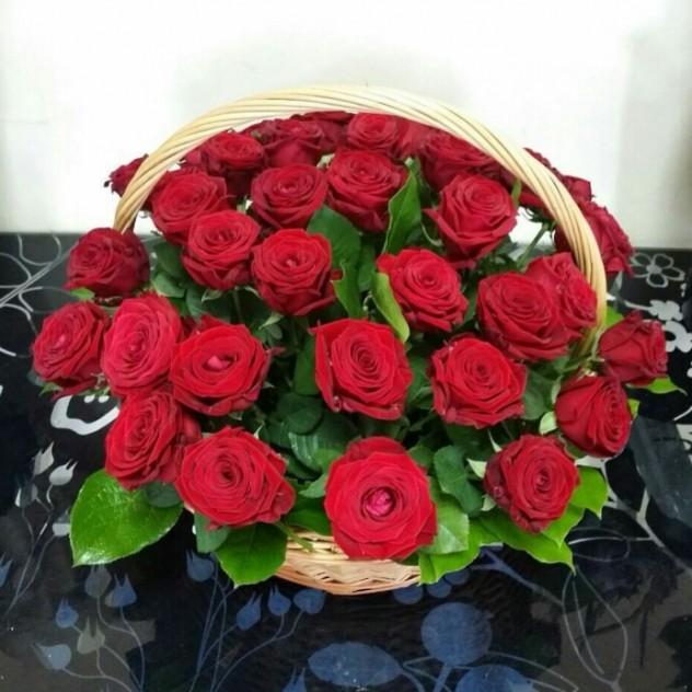 Корзина с розами.