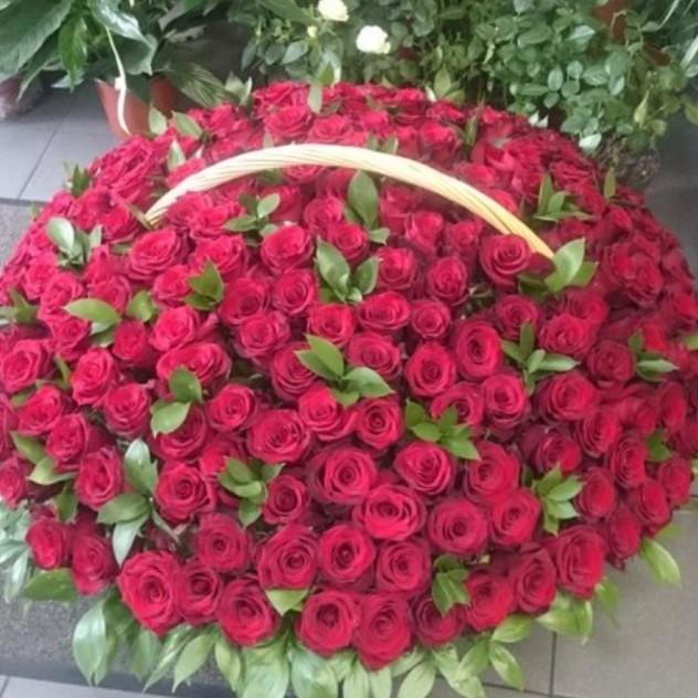 Карзина с розами.