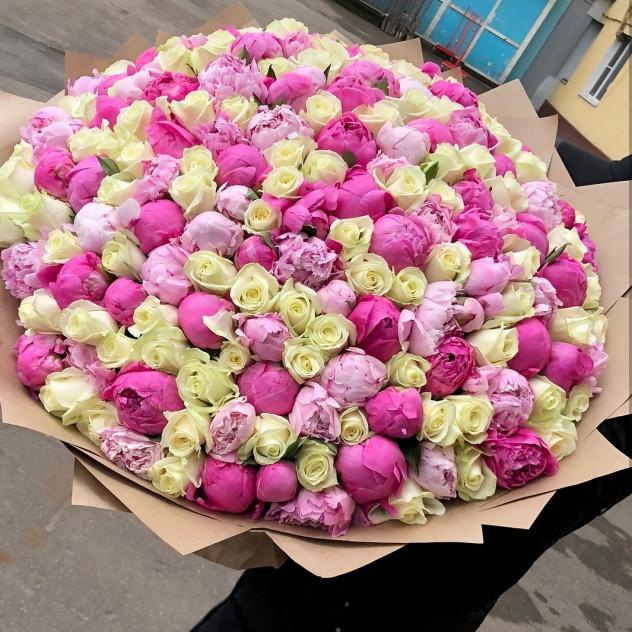 Микс пионы с розами