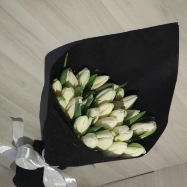 Букет из белых тюльпанов.