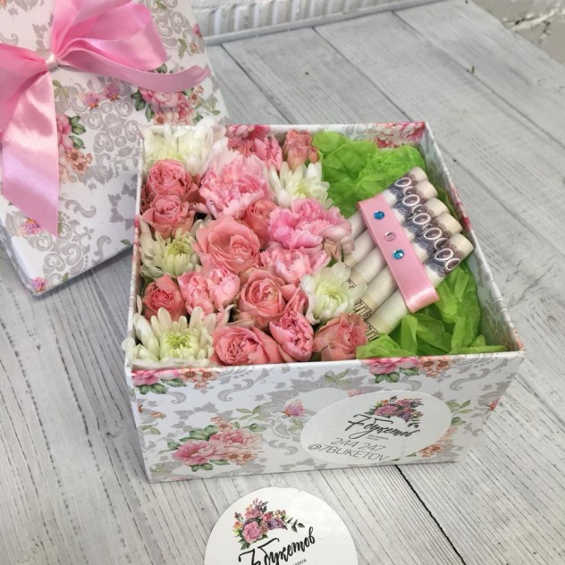 Flower box for an individual gift
