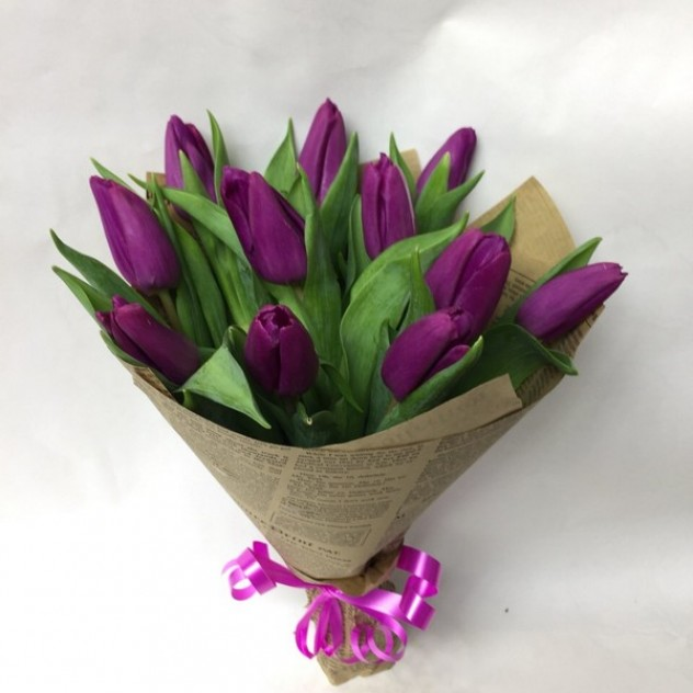 Букет из 11 фиолетовых тюльпанов