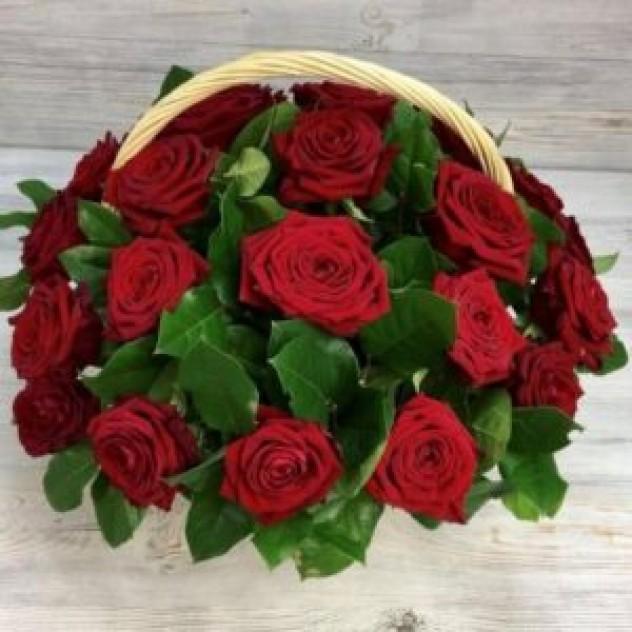 Корзина из 29 красных роз (30 см, Эквадор)