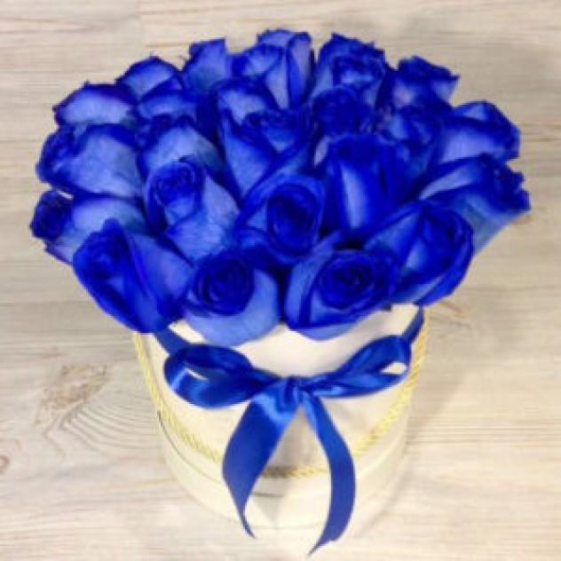 Шляпная коробка из 25 синих роз (Эквадор)