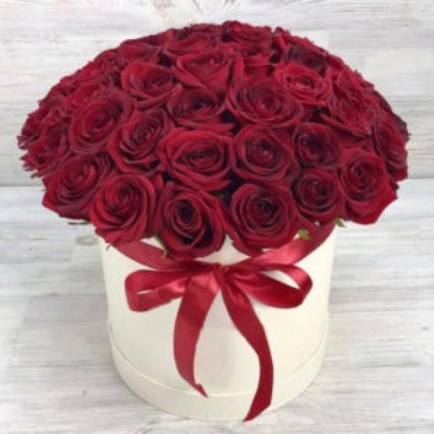 Шляпная коробка из 51 красной розы (30 см, Эквадор)