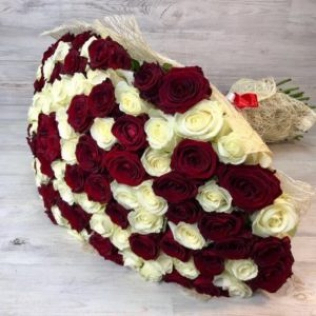 Букет из 101 красно-белой розы (Эквадор)