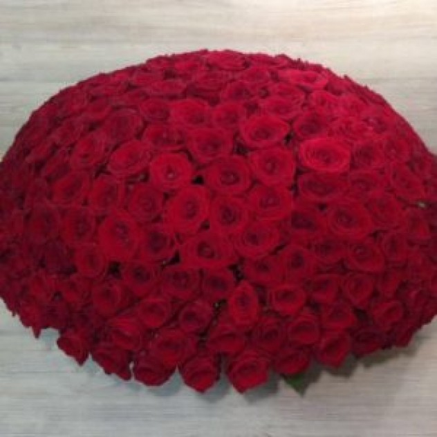 Корзина из 201 красной розы (40 см, Эквадор)