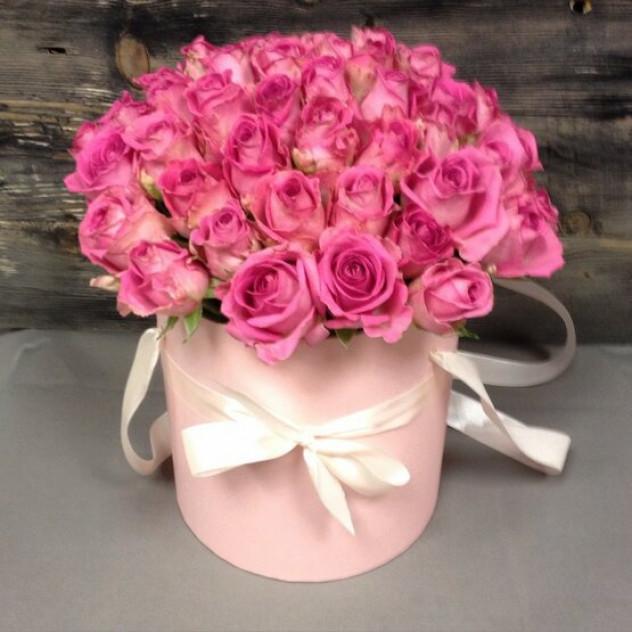 """Розы в шляпной коробке """"Между нами"""""""