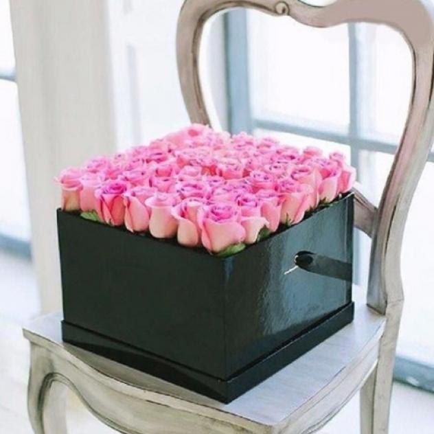 Коробка квадратная из 49 Кенийских роз