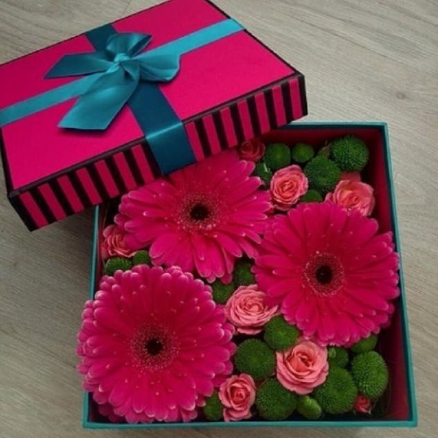 Дизайнерская коробка с герберами