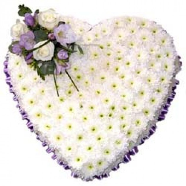 """Composition from chrysanthemums """"White Heart"""""""