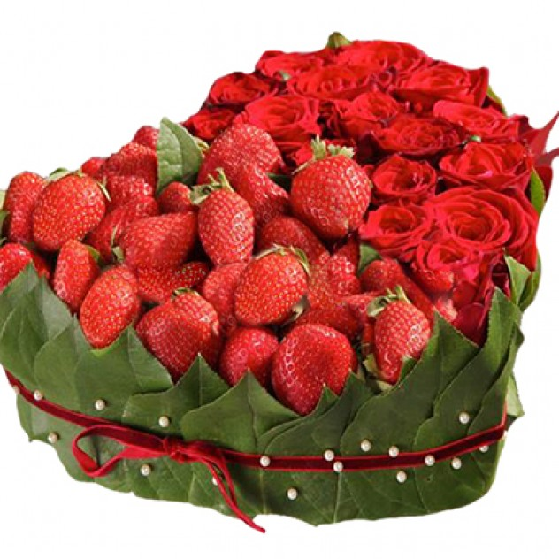 """Composition """"Heart with strawberries"""""""