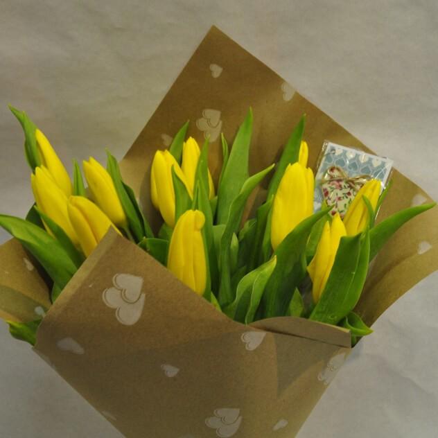 Букет солнечных тюльпанов