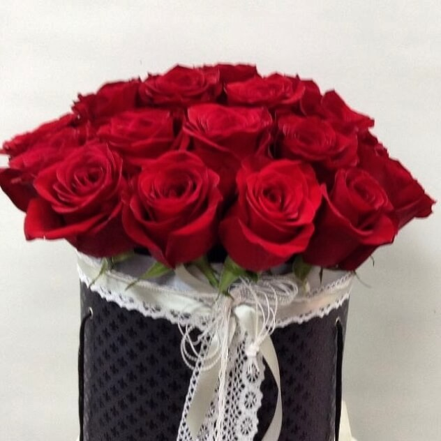 Коробка элегантных роз