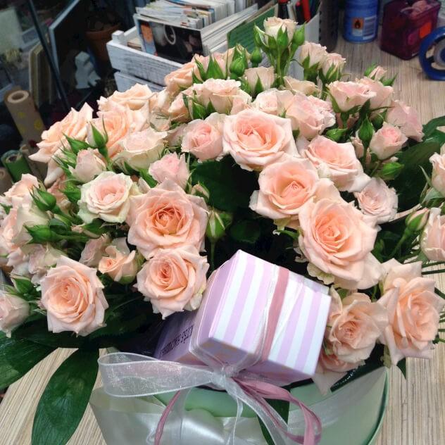 Коробка кустовой розы