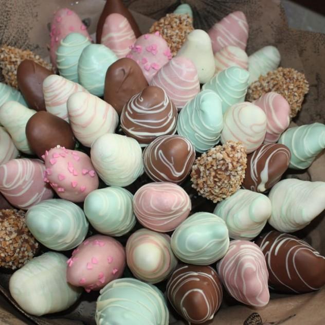 Лакомство клубника в шоколаде.