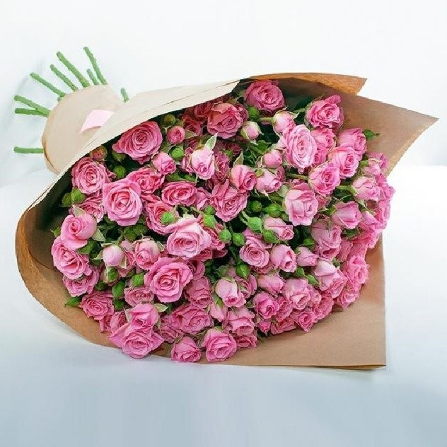 Bouquet of 11 fragrant spray roses in craft