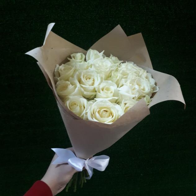 Букетик белых роз