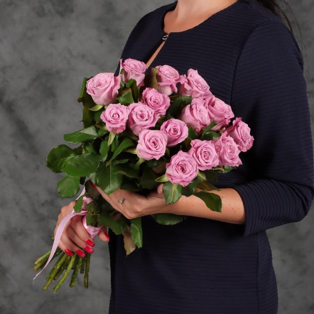 ピンクのバラ15本のブーケ