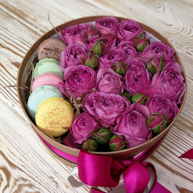 Пионовидные розы с макарун (5шт)