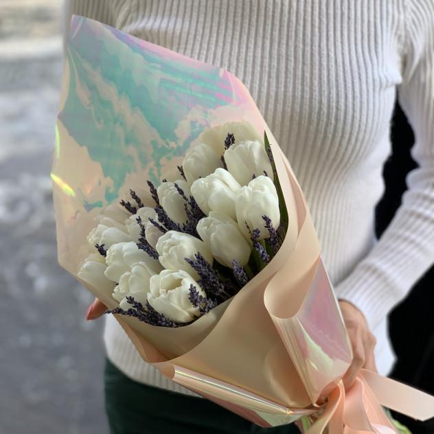 Li-tulips tse nang le lavender