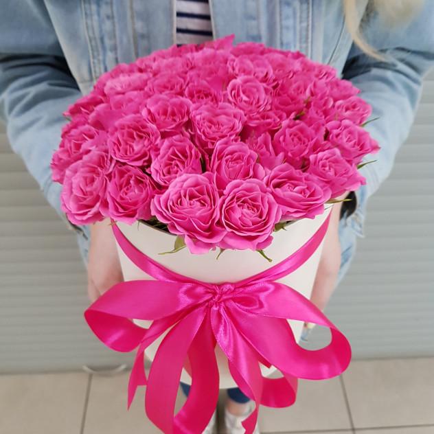 Шляпная коробка из 19 кустовых роз