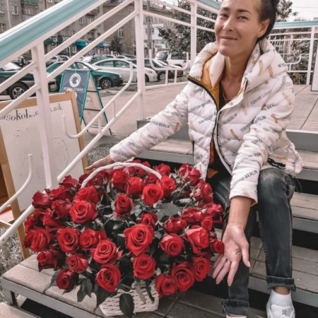 Basket of 85 roses