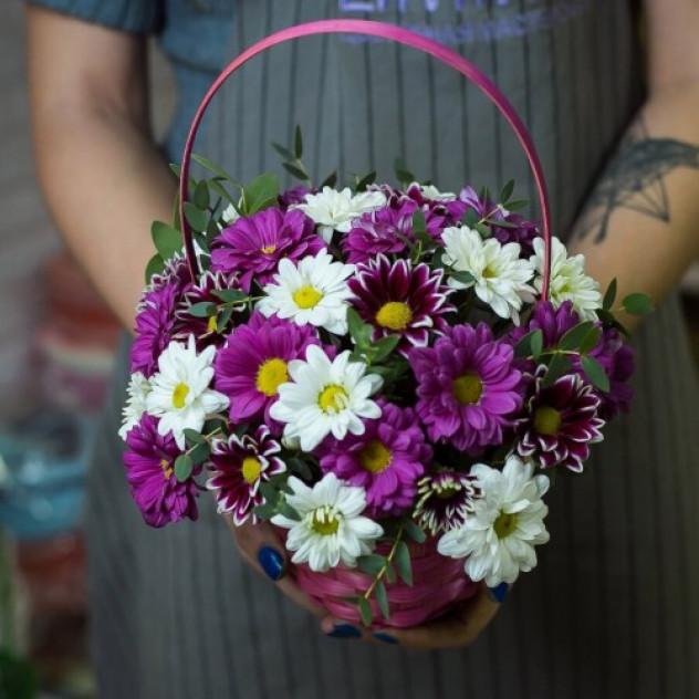 Basket with chrysanthemum